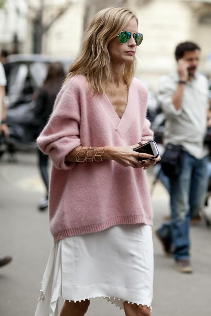 1-collection-printemps-été-2016-pull-rose-pale-jupe-courte-en-blanc-lunettes-de-soleil