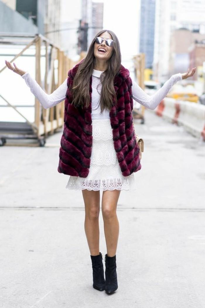 1-comment-porter-la-gilet-longue-sans-manche-fausse-fourrure-robe-blanche-dentelle
