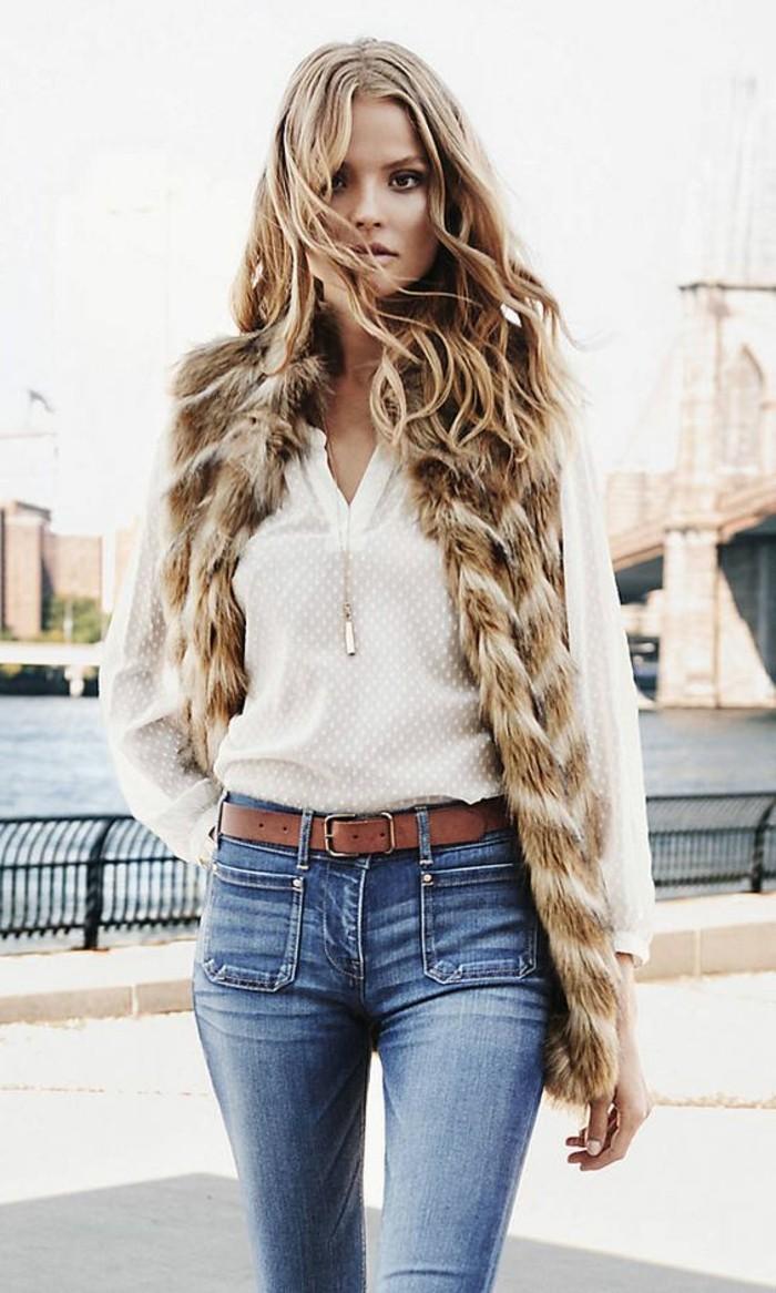 1-gilet-en-fourrure-beige-chemise-blanche-tendaces-de-la-mode-denim-bleu-clair