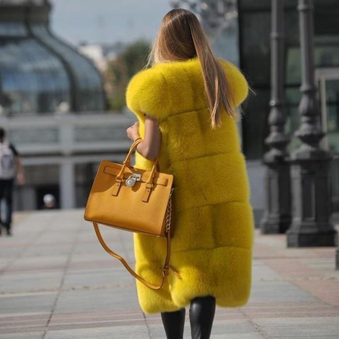 1-gilet-sans-manche-jaune-tendances-top-pour-les-femmes-modernes-cheveux-balayage