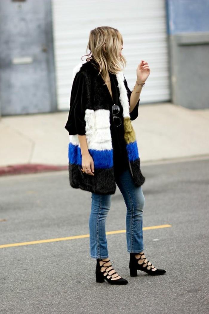 1-joli-gilet-fourrure-coloré-blanc-noir-bleu-denim-mi-courte-chaussures-noires-veste-fourrure-sans-manche