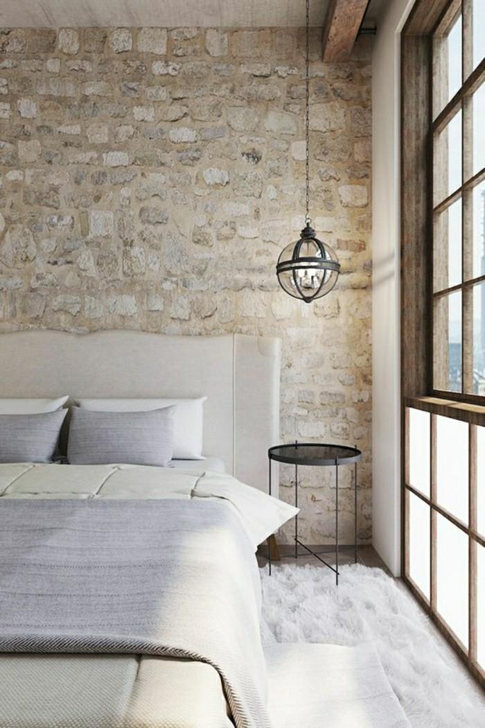 1-jolie-chambre-a-coucher-avec-pierres-de-parement-beiges-lustre-boule-en-fet-grand-lit-double-resized
