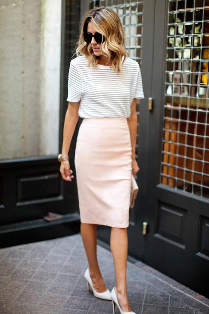1-jolie-jupe-elegante-courte-en-rose-collection-printemps-été-2016-rose-pale-talons-hauts-blancs