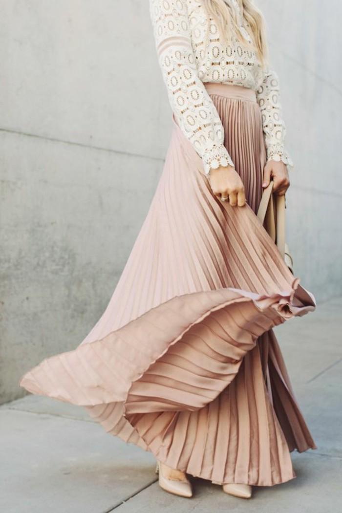 1-jolie-jupe-longue-plissée-en-rose-blouse-dentelle-blanche-collection-printemps-été-2016-femme