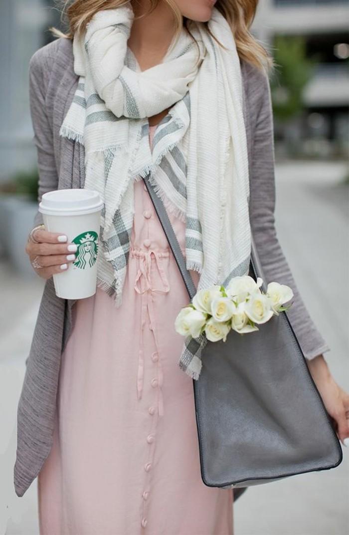 1-jolie-robe-longue-en-rose-pale-collection-printemps-été-2016-sac-a-dos-en-cuir-gris-mode-femme