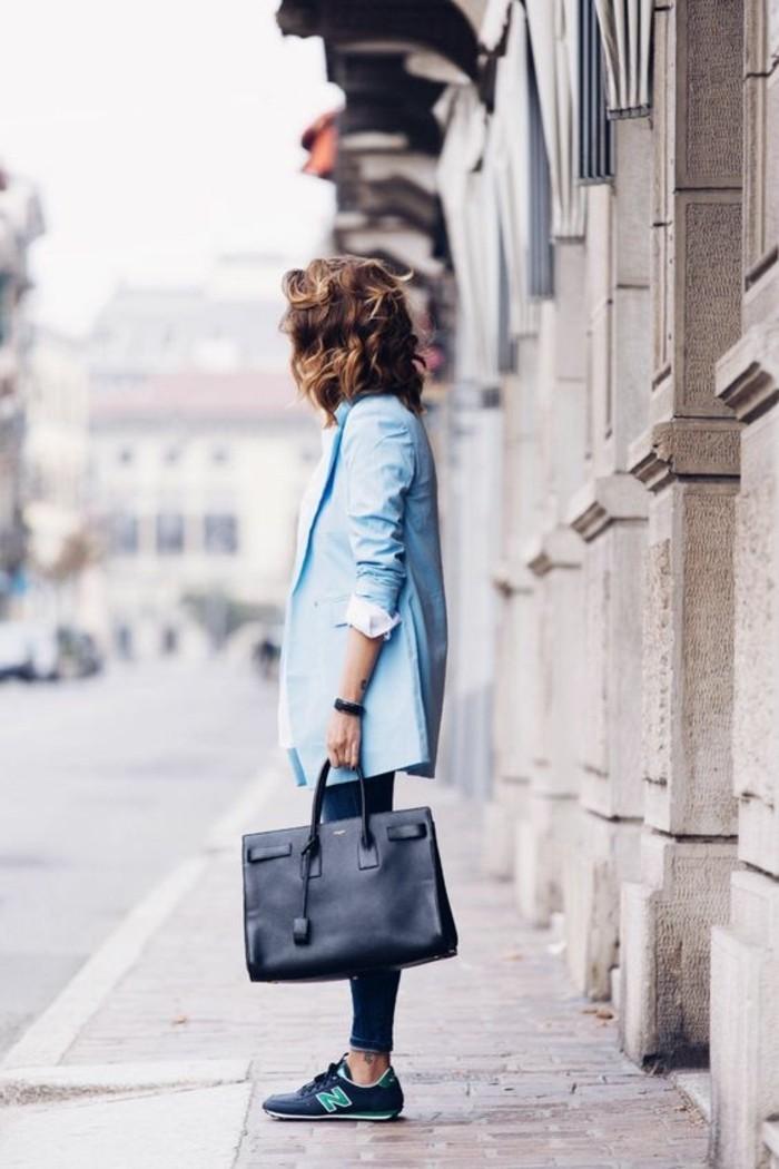 1-nike-basket-bleu-foncé-sac-a-main-cuir-noir-veste-bleu-clair