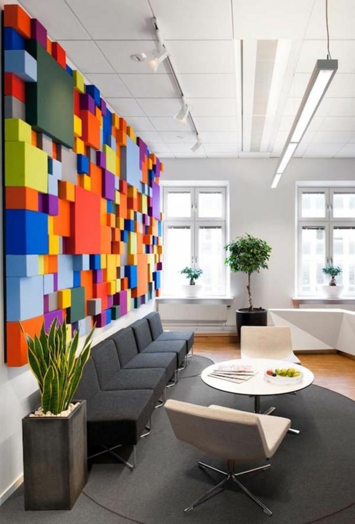 1-panneau-décoratif-coloré-comment-decorer-les-murs-dans-le-salon-tapis-gris-canape-moderne