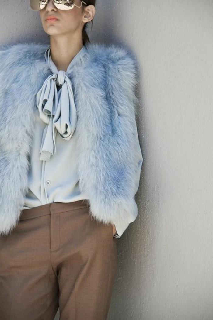 1-pantalon-elegant-beige-gilet-en-fourrure-bleu-chemise-bleue-claire