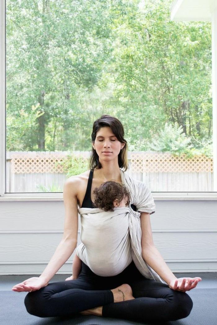 1-portage-bébé-beige-echarpe-de-portage-jpmbb-pantalon-noir