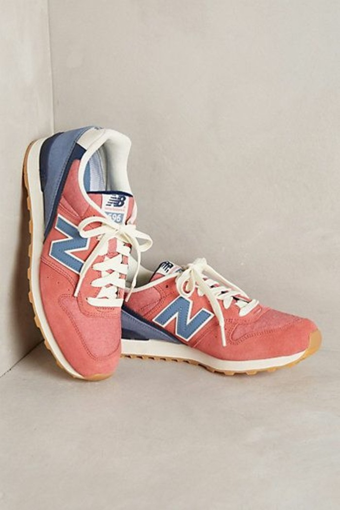 1-sneakers-femme-nike-chaussures-sportifs-femme-basket-rose-blanc-bleu