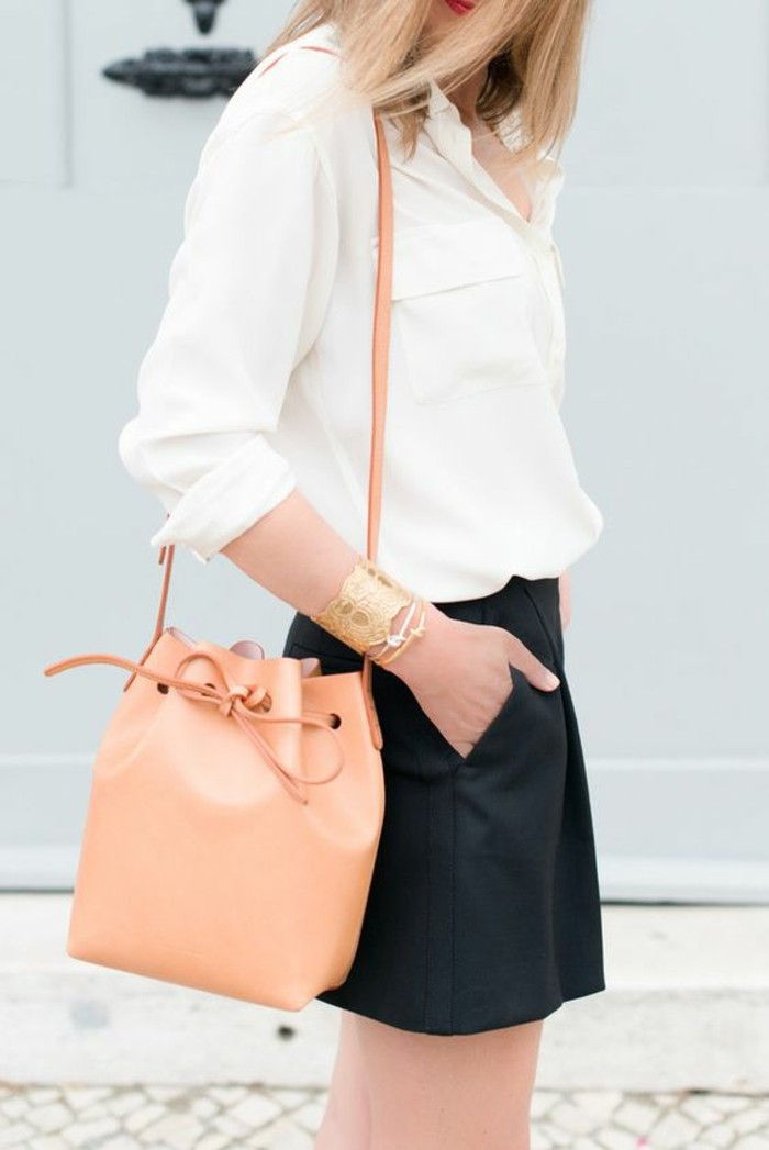 2-accroche-sac-à-main-lancel-sac-a-main-cognac-salmon-couleur-rose-pale