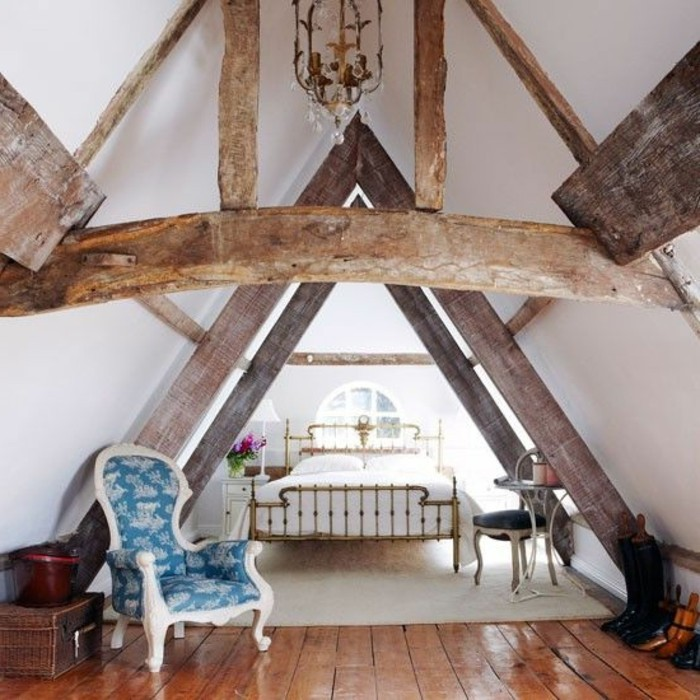3-chambre-dans-les-combles-amenagement-baroque-sous-combles-sol-en-planches