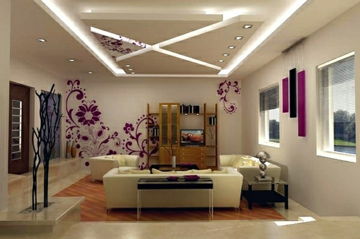 Decoration-plafond-en-triangles-et-fleurs-delicates-mauves-resized