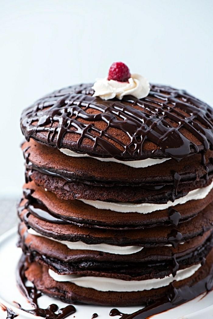 Delicieuse-recette-gâteau-de-crêpes-idée-délicieuse-chocolat-noire