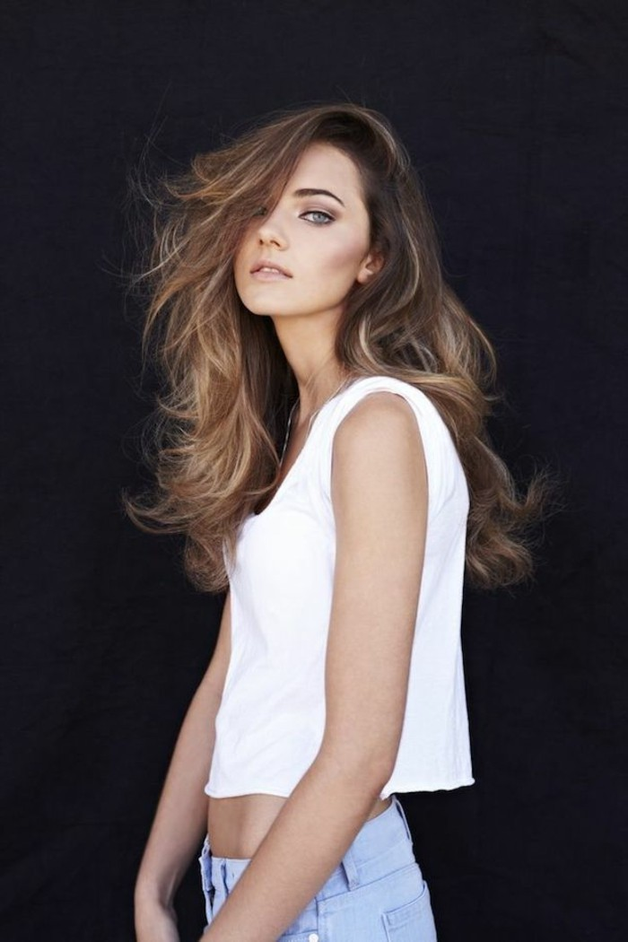 admirable,balayage,blond,sur,brune,coiffure,cheveux,belle,