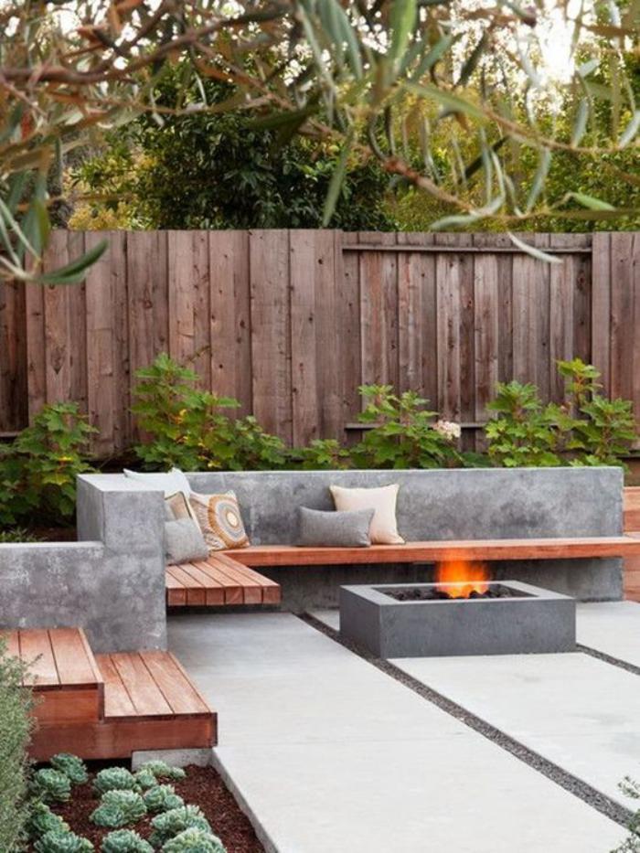 aménagement-extérieur-brise-vue-en-bois-cheminée-extérieure