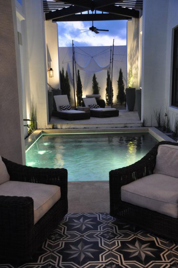 aménagement-extérieur-fantastique-carreaux-de-ciment-et-petite-piscine