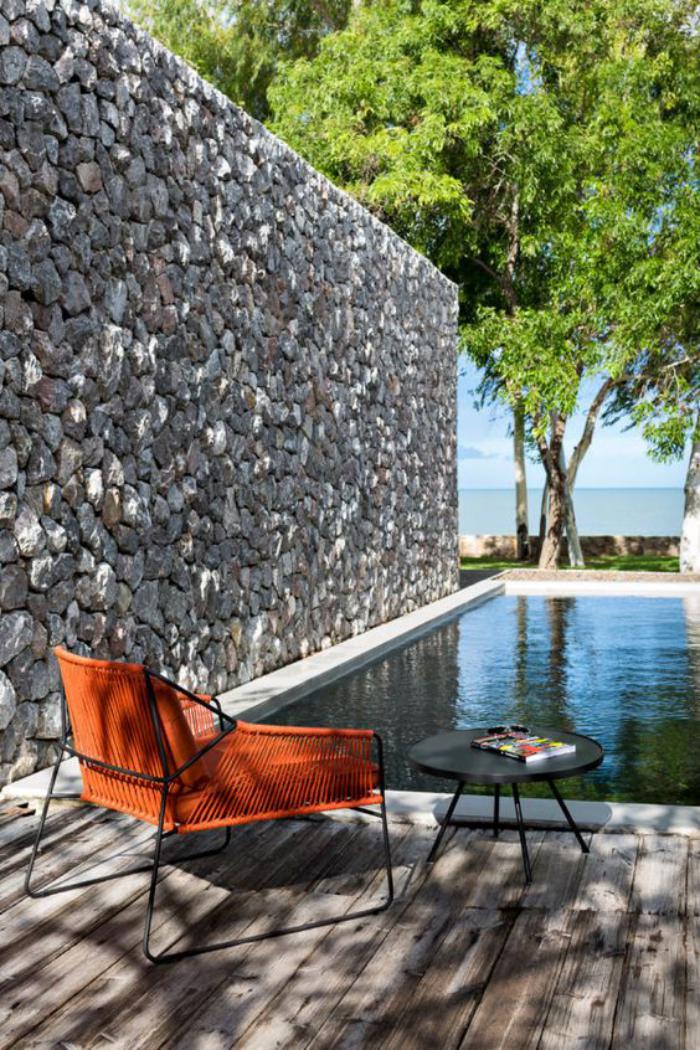 aménagement-extérieur-près-de-la-piscine