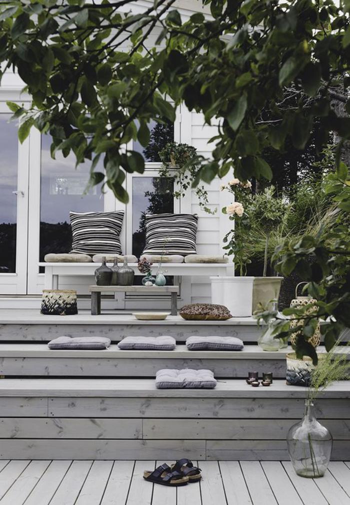 aménagement-extérieur-terrasse-en-bois-escalier