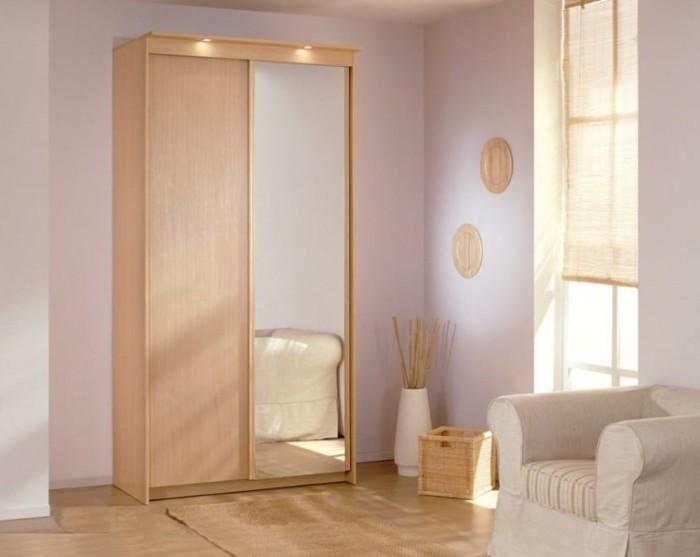 armoire-2-portes-coulissantes-couleur-beige-clair-deux-appliques-resized