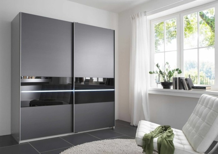 armoire-2-portes-coulissantes-discret-pour-des-petits-espaces-resized