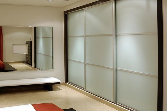 armoire-2-portes-coulissantes-solide-et-esthétique-resized