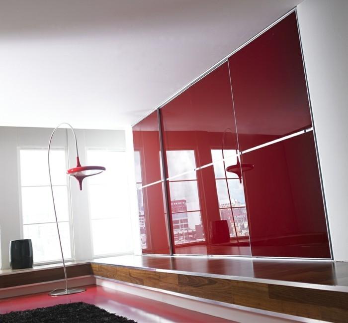 armoires-portes-coulissantes-rouges-avec-un-lampadaire-rouge-design-resized