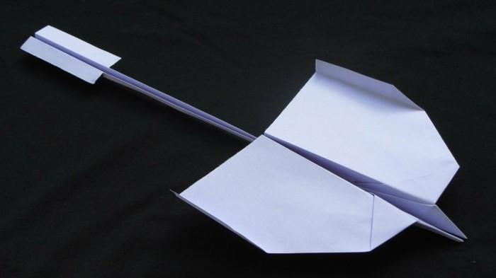 avion-en-papier-planeur-avion-en-papier-qui-vole-bien