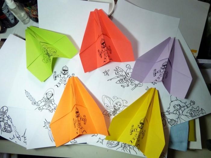 avion-en-papier-qui-vole-avion-en-papier-planeur