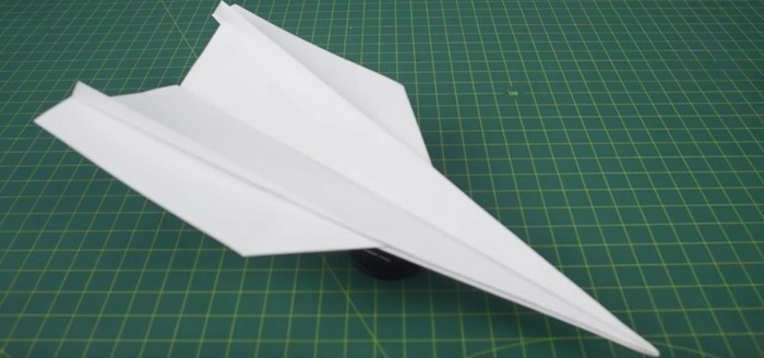 avion-papier-pliage-papier-avion-en-papier