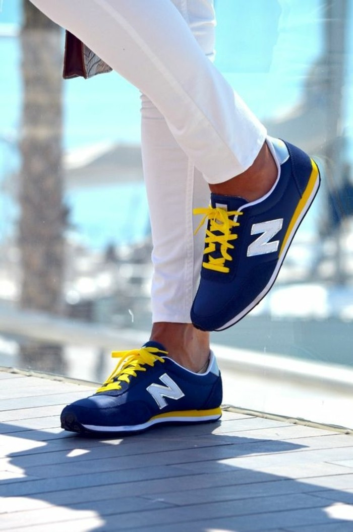 basket-basse-femme-sarenza-sneakers-bleu-foncé-et-jaune-sneakers-blanches-bleu