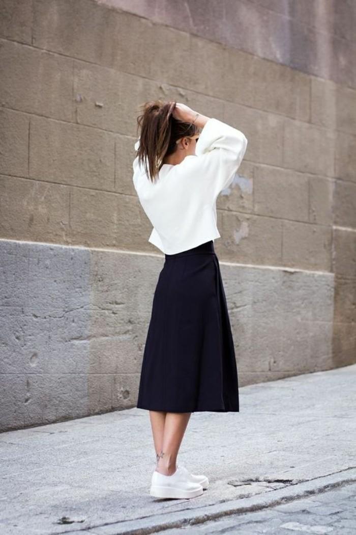 basket-blanche-femme-jupe-mi-longue-noire-blouse-blanche-mode-2016-femme
