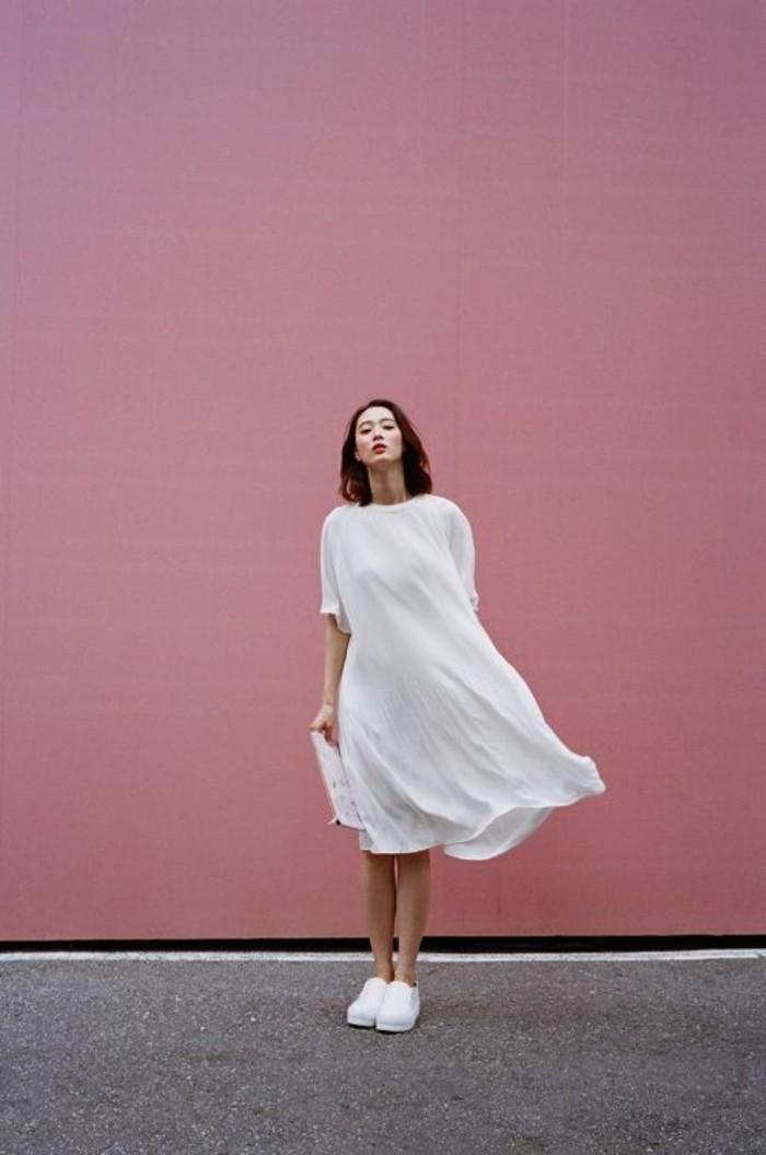 basket-blanche-tendances-de-la-mode-robe-blanche-mi-courte-tendances-de-la-mode