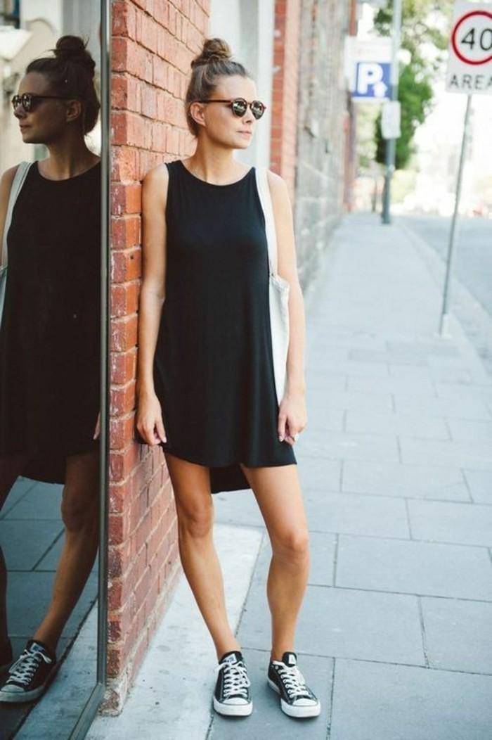 basket-tendance-robe-noire-femme-lunettes-de-soleil-robe-noire-tendances-pour-2016
