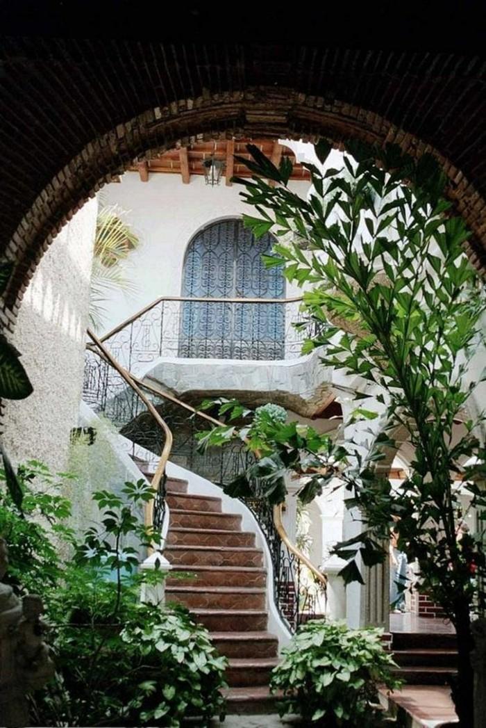 beau-design-d-extérieur-la-maison-coloniale-cour-intérieur