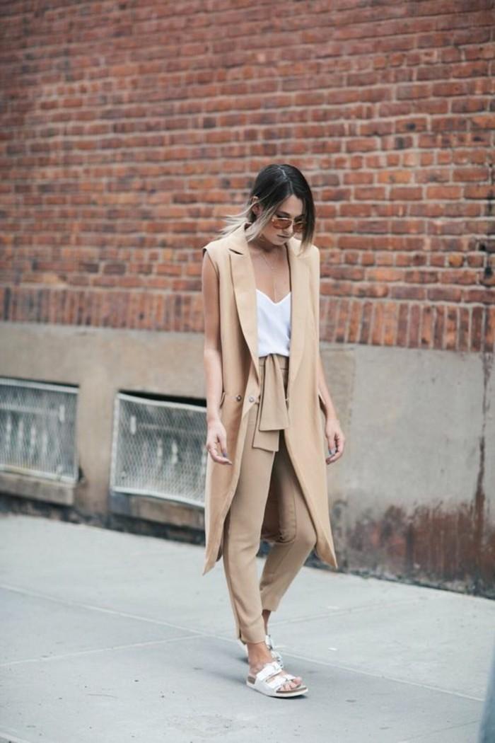 beau-vetement-gilet-sans-manche-femme-tenue-beige