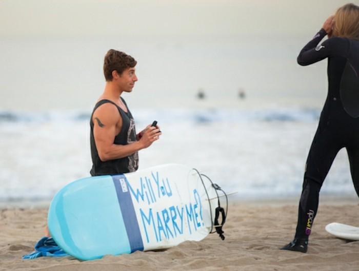 beauté-de-plage-surf-déclaration-amour-originale-proposition