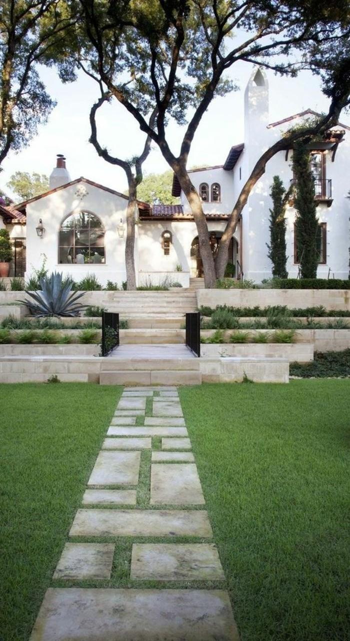 belle-architecture-classique-maison-coloniale-modernisée-blanche