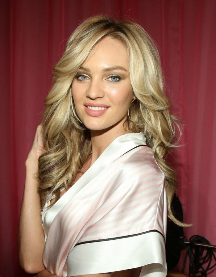 belle-femme-blonde-idée-coiffure-cheveux-long