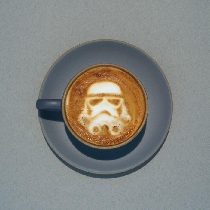 belle-idée-stormstrooper-café-cafe-macchiato-peinture-sur-café-on-aime