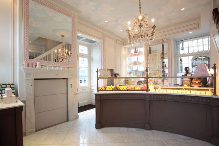 boutique-ladurée-blanc-magasin-de-confiserie-de-luxe