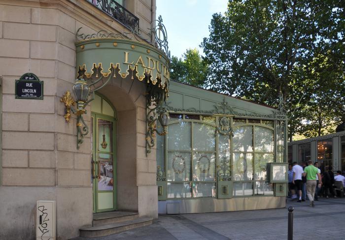 boutique-ladurée-champs-élysées-Paris