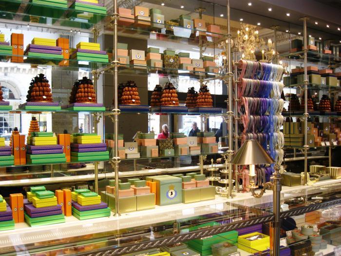 boutique-ladurée-comptoir-les-ladurées
