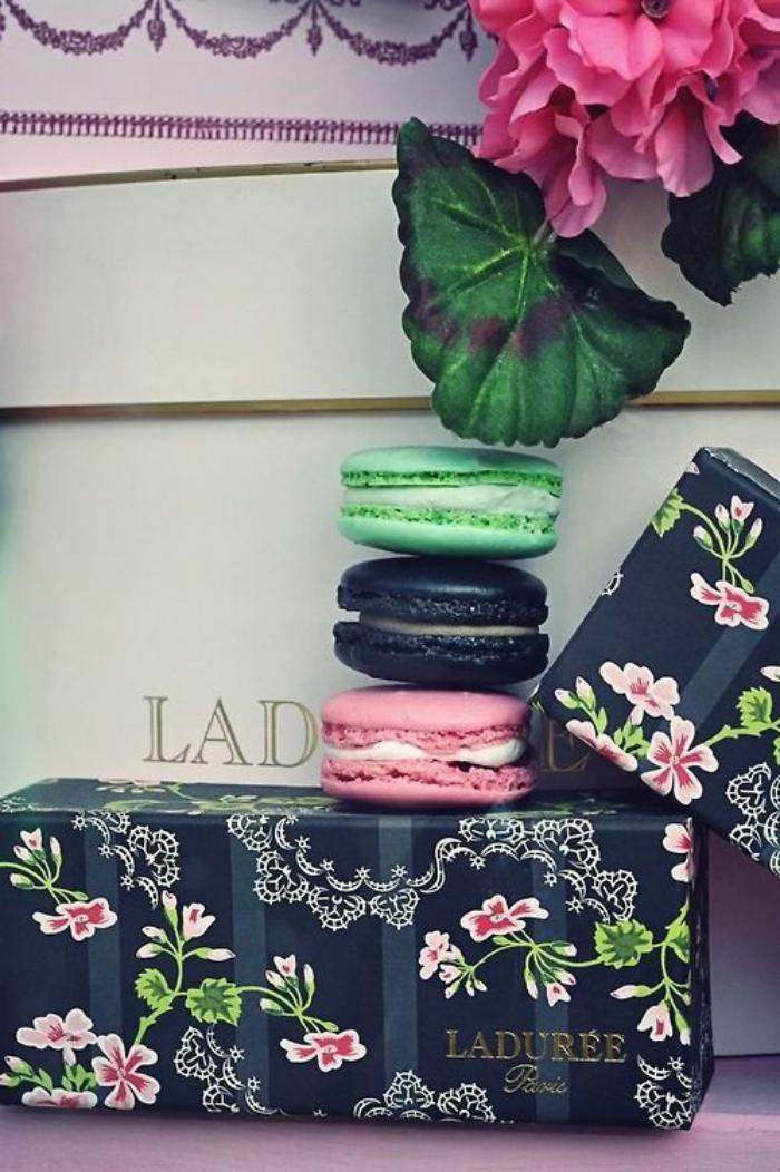 boutique-ladurée-jolis-gateaux-ladurrée-et-boites-florales