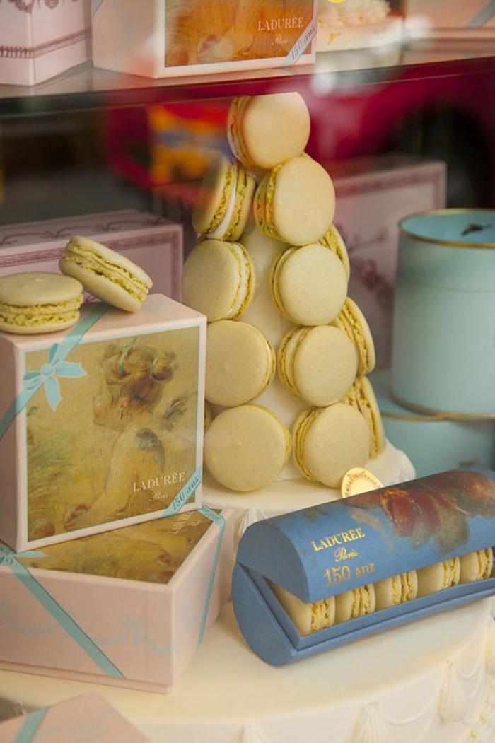 boutique-ladurée-macarons-ladurées-délices-douces