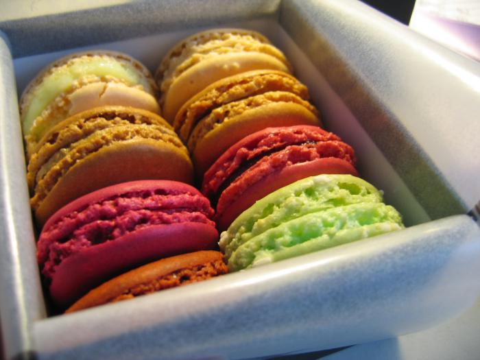 boutique-ladurée-macarons-multicolores