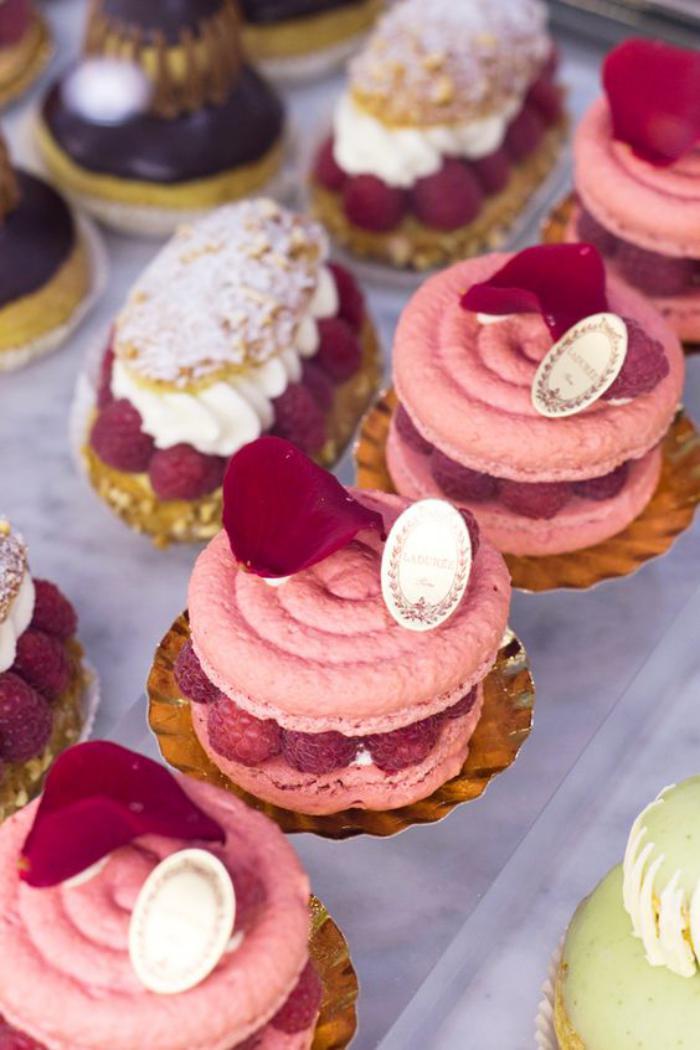 boutique-ladurée-variations-des-macarons-parisiens