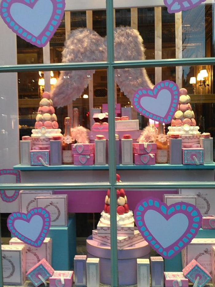 boutique-ladurée-vitrine-angélique-maison-ladurée