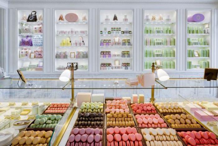 boutique-ladurée-vitrine-délicieuse-de-ladurée