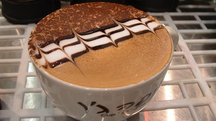 café-macchiato-une-idée-peinture-sur-café-on-aime